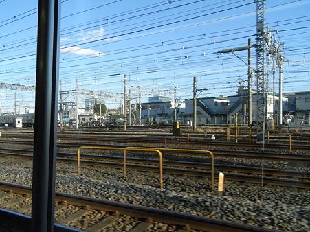 E231系湘南新宿ライングリーン車1Fの車窓1