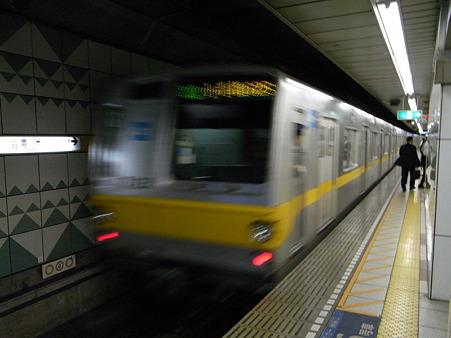 有楽町線7000系(豊洲駅)