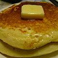 写真: 朝食はホットケーキ。形がイビツですが岡山ではみんなこんな形。←うそ