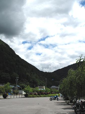 IMG_4622 道の駅遠山郷 先行きに雲