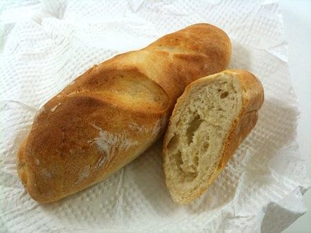 フランスパン用の粉を使ってパナソニックのHBで生地だけ作り、ヘルシオのフランスパンモードで焼いたバゲット