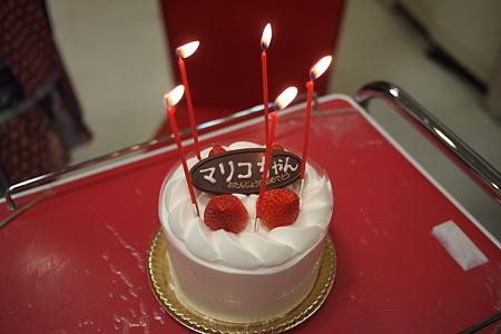 ケーキにろうそくが立ってるなんて、何年ぶり?