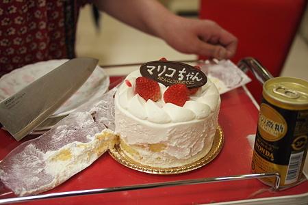 美容師のKさんがマリコちゃんケーキにまさかの虐待w