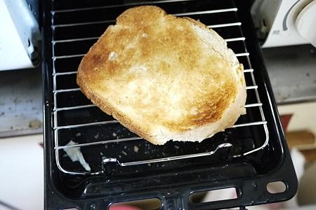 魚焼きグリルでトースト