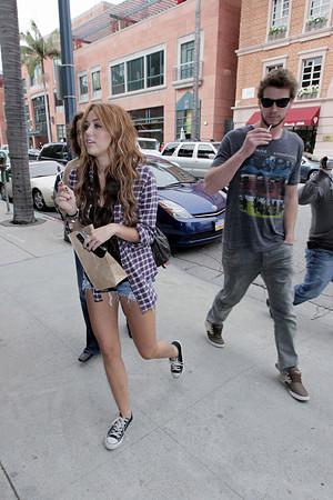 Miley+Cyrus+boyfriend+Liam+Hemsworth+both+9QeMzMFzmi-l