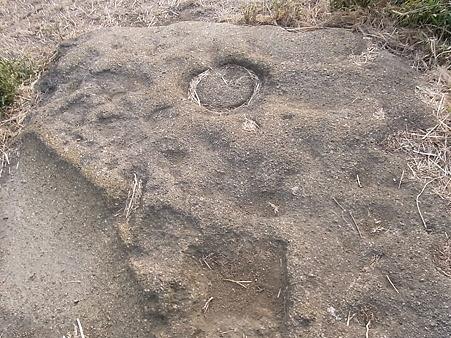 衣張山のナニカの跡