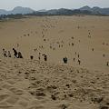 Photos: 砂丘を下りて行く_02