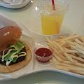写真: 石垣島キッチンBin ポテトとドリンクのセット