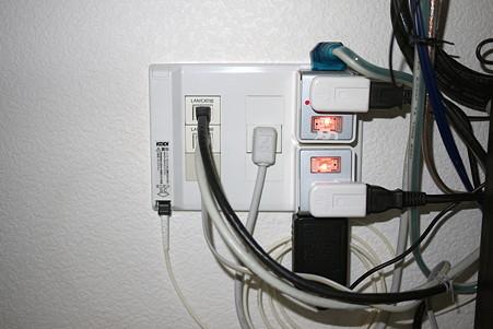 2010.10.04 部屋 情報コンセント TEL・AC・TV+LAN・FTTH
