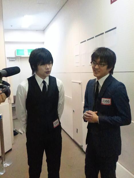 "Photos: 「今日の出来は完璧!」とインタビューに答える""平成ノブシコブシ""..."