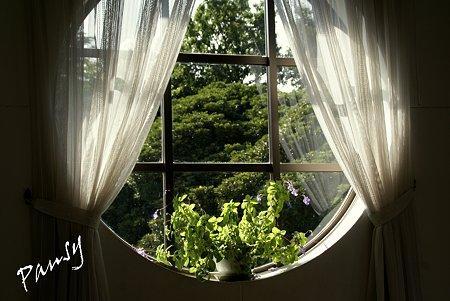 円い窓・・