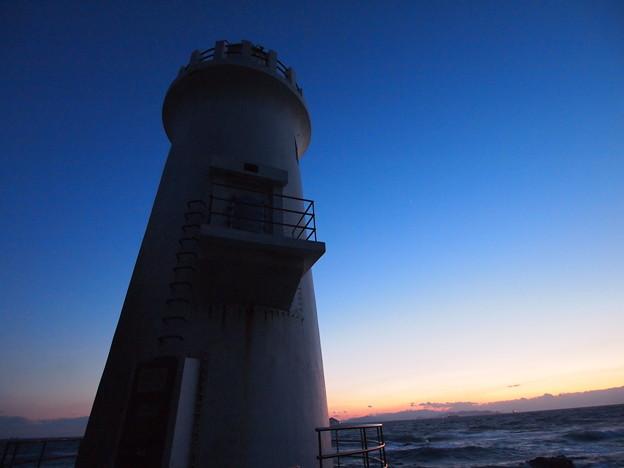 Photos: 夕闇せまる灯台