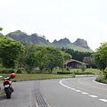 写真: 100512-61 九州ロングツーリング・R265から見えた山