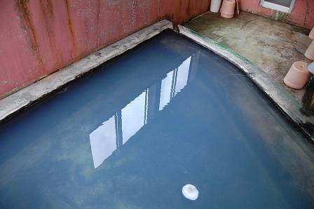 青白い湯面