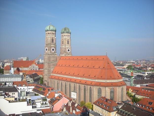 新市庁舎からのブラウエン教会