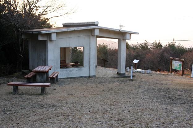 Photos: 2010年12月18日朝の富幕山休憩舎