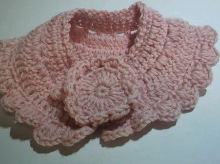 ピンクの糸で作った襟巻き
