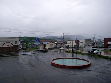 朝の噴水_雨