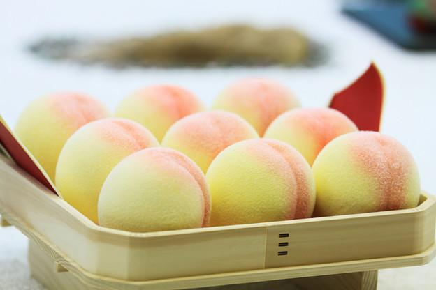 ひな祭りの桃です。
